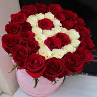 39 красных роз в коробке с буквой R570
