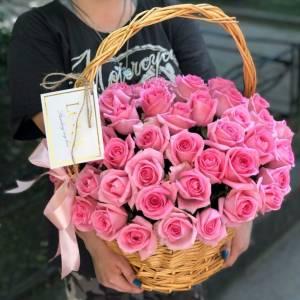 Корзина 35 розовых роз с оформлением R949