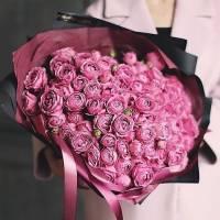 Букет из 51 пионовидной кустовой розы с оформлением R79
