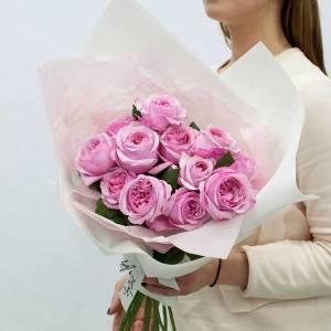 Букет 11 розовых пионовидных роз с оформлением R435